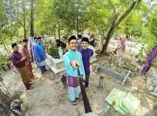 selfie-atas-kubur