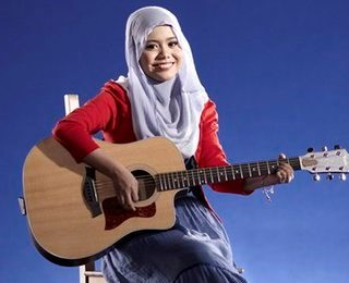 Najwa Latif 1