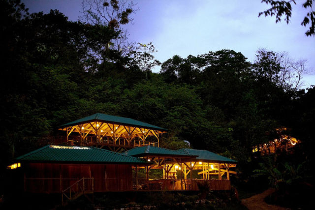 experience_treehouse_living_in_forested_costa_rica_resort_640_07