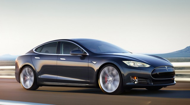 tesla-model-s-road-black-640×353