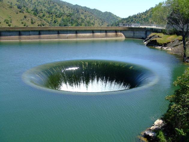 monticello_dam_drain_glory_hole_usa4