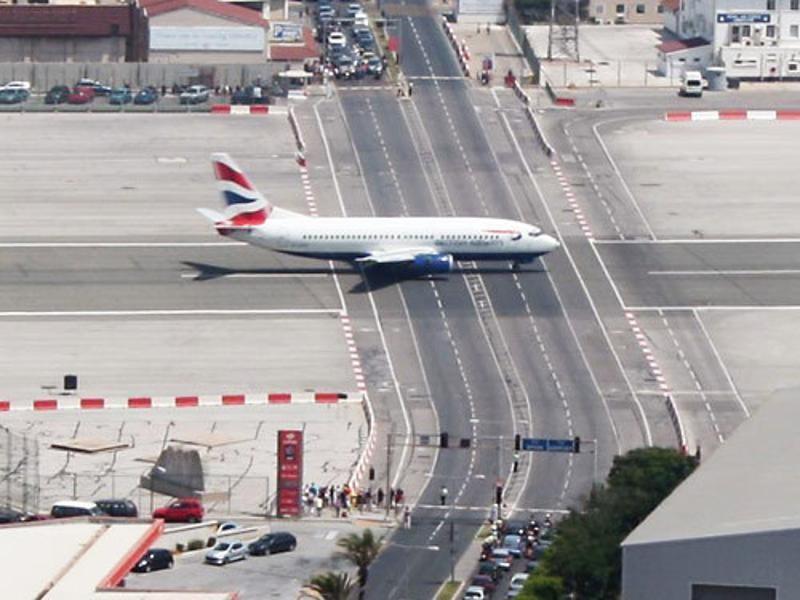 lapangan terbang bahaya 4
