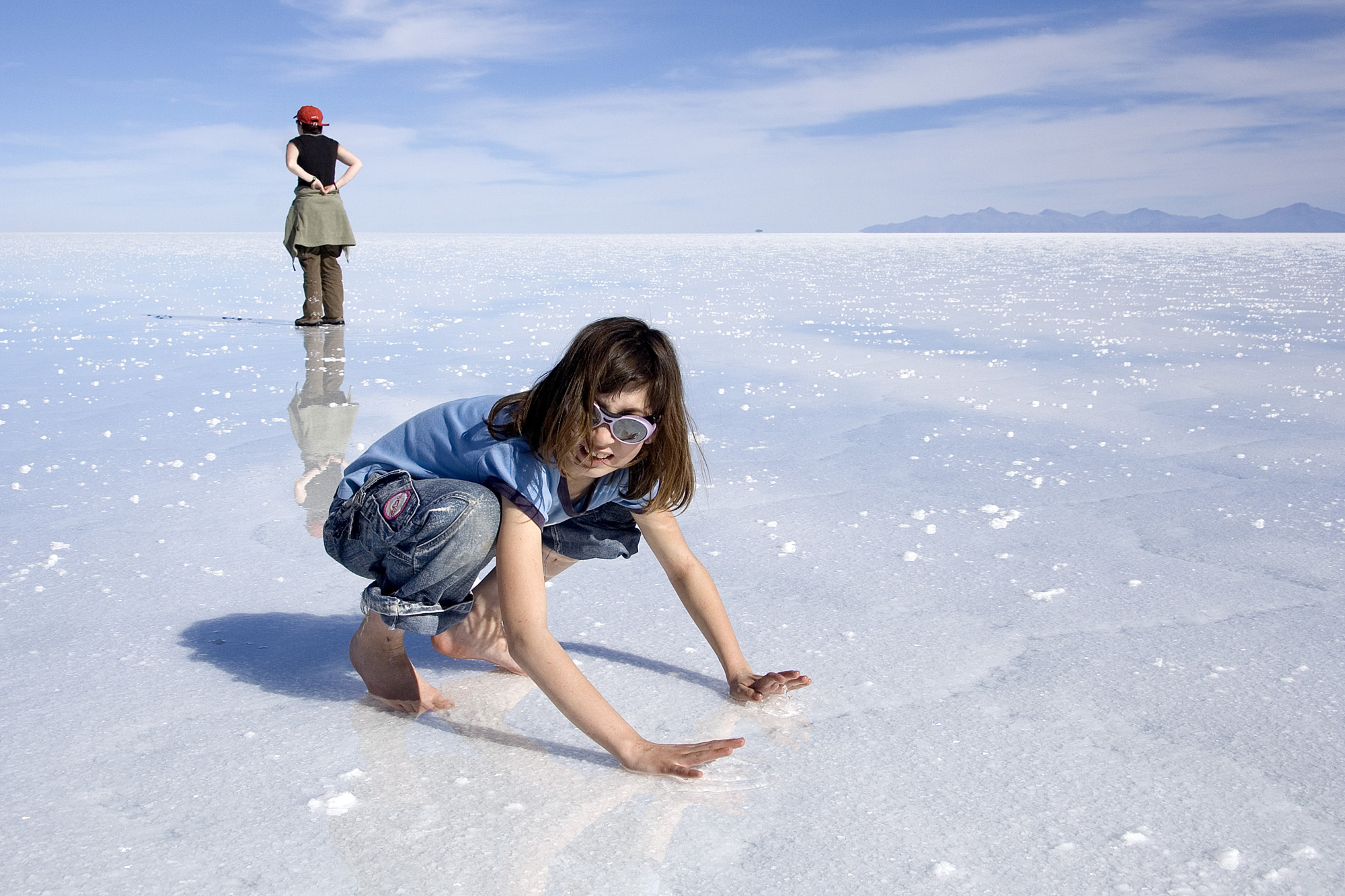 Girl-is-Enjoying-Salar-de-Uyuni