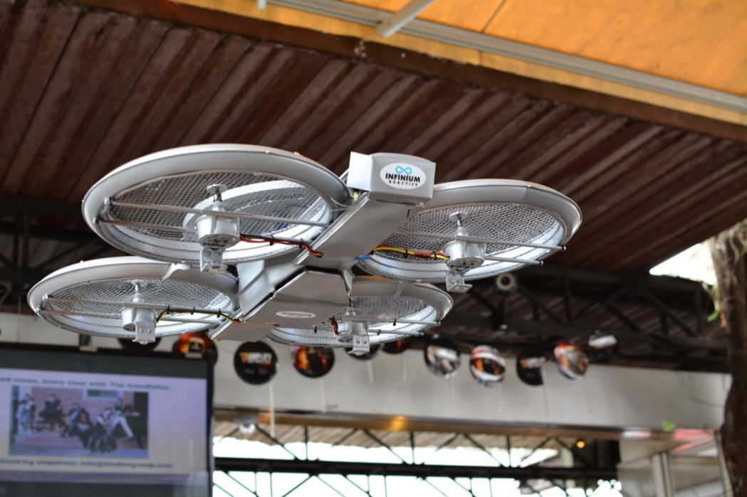 Singapore-restaurant-shows-off-autonomous-drone-waiters-03