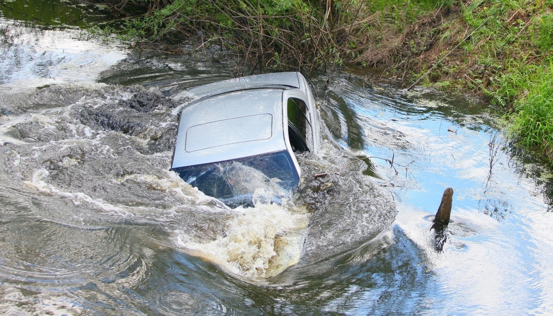 sinking-car-2