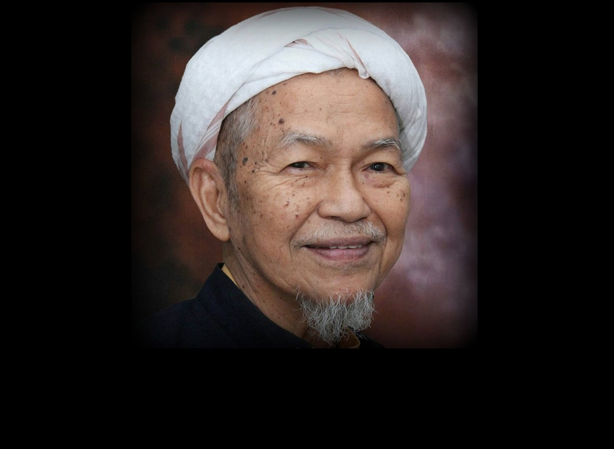 Image result for tok guru nik aziz