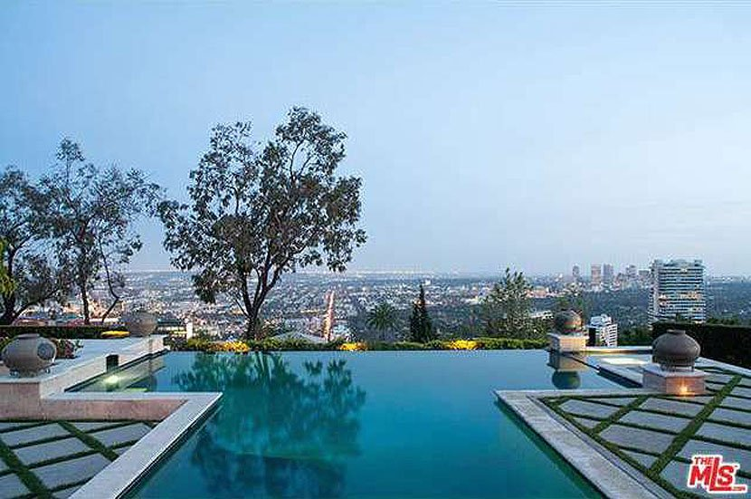 the-mansion-looks-out-on-downtown-la-and-was-built-in-2001