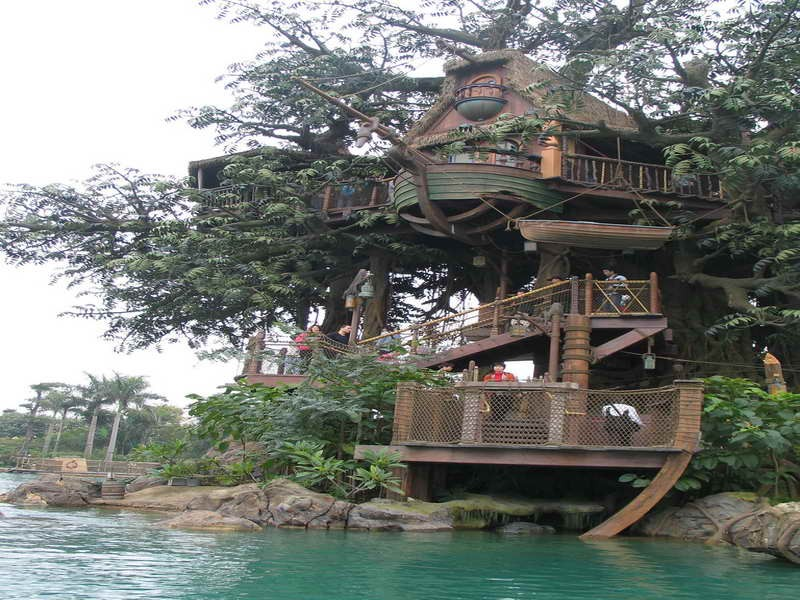 Tree-House-with-Pool-View