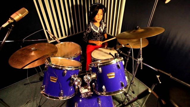 nur-amira-syahira-drummer