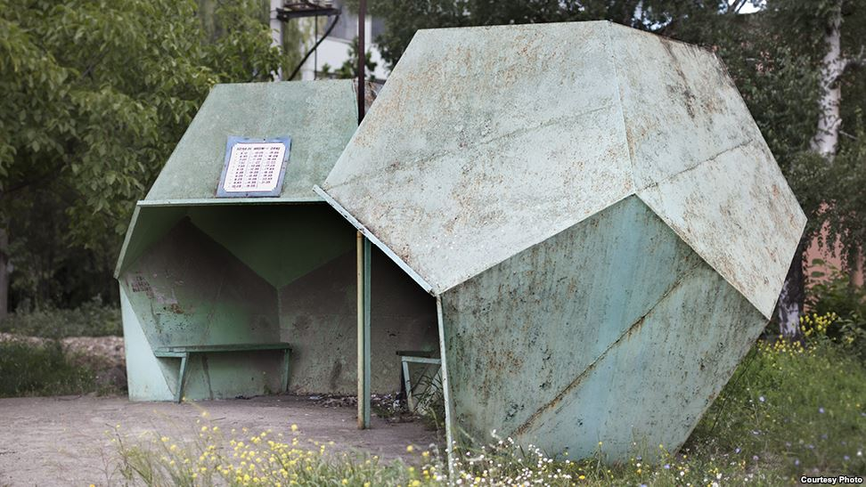 bus-stop-bekas-jajahan-soviet-15