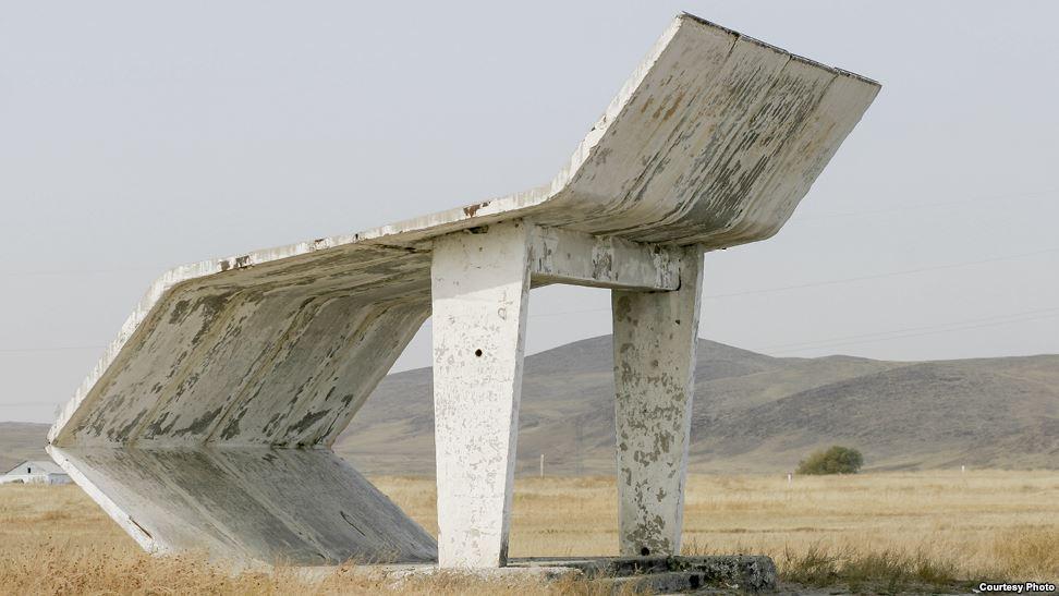 bus-stop-bekas-jajahan-soviet-2
