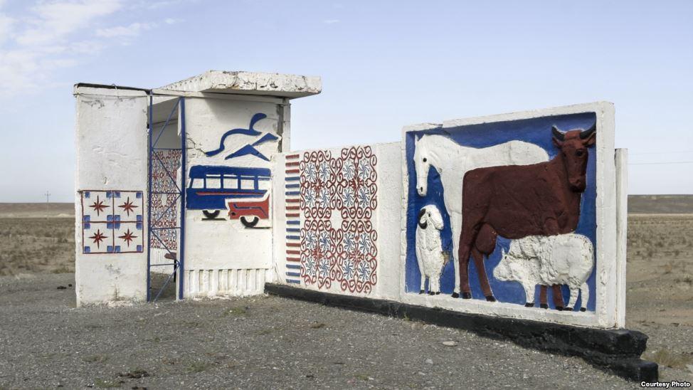 bus-stop-bekas-jajahan-soviet-3