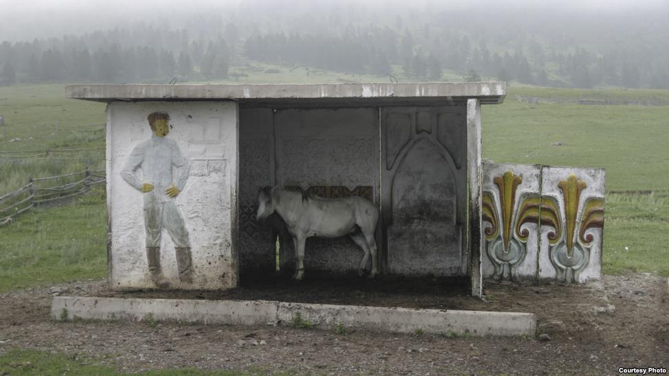bus-stop-bekas-jajahan-soviet-4