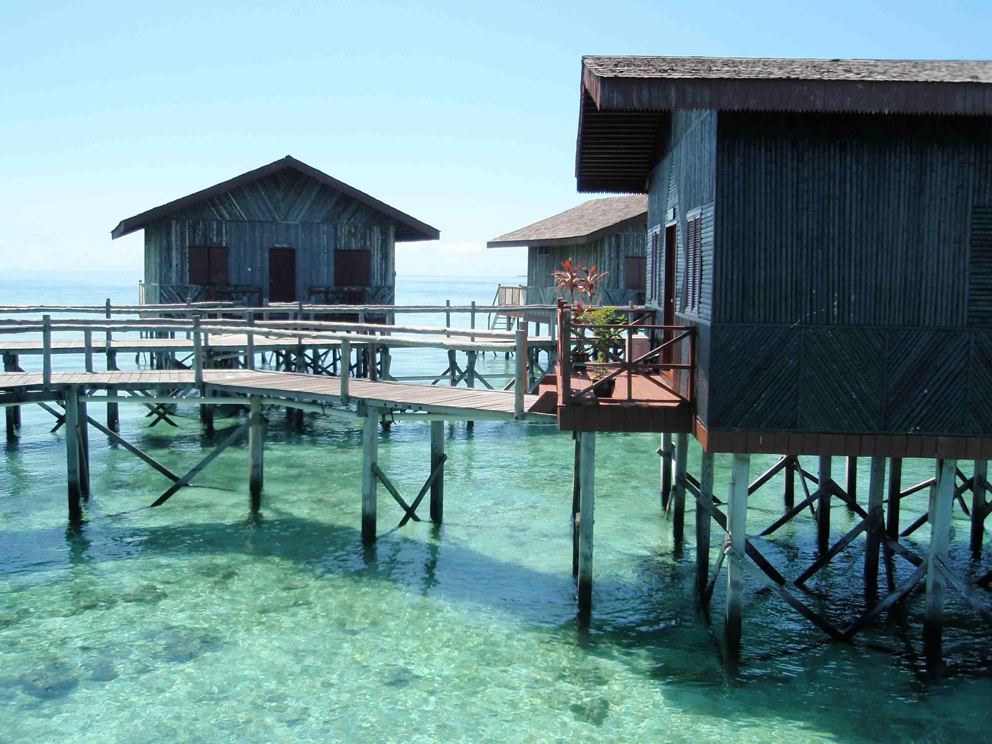 Terletak Di Laut Sulawesi Untuk Ke Resort Ini Anda Perlu Menaiki Bot Selama 45 Minit Suasana Yang Jauh Dari Kesibukan Kota Pastinya Memberikan
