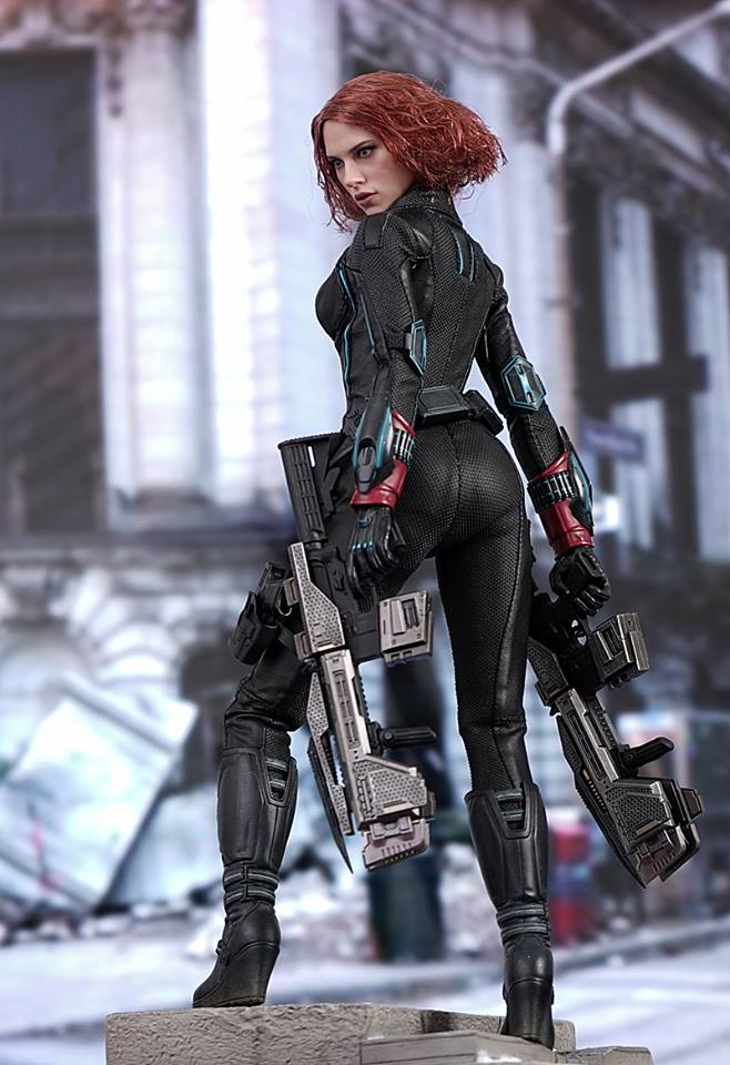 black-widow-hot-toys-1