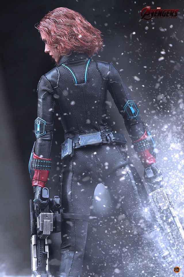black-widow-hot-toys-10