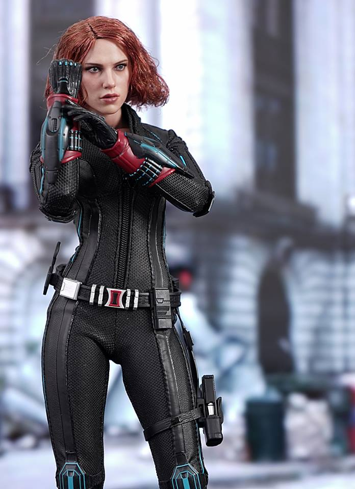 black-widow-hot-toys-3