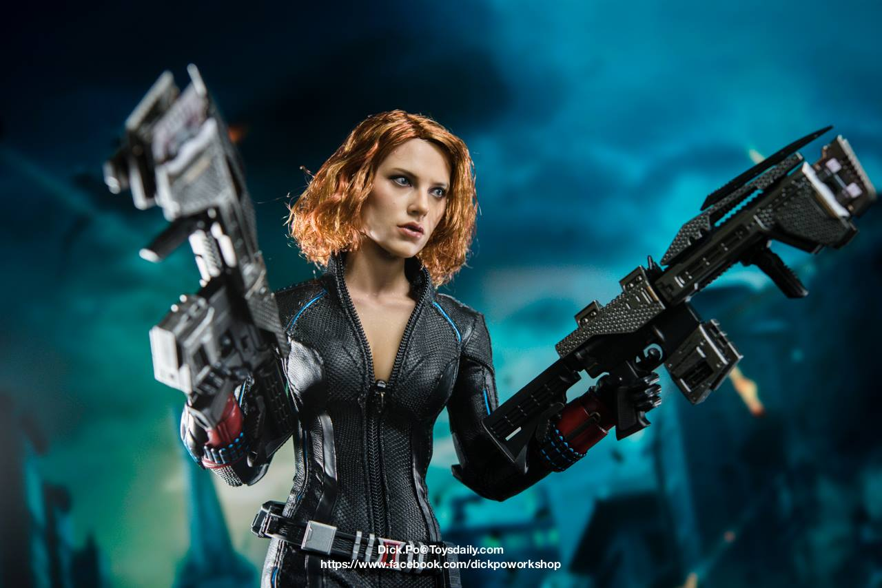 black-widow-hot-toys-4