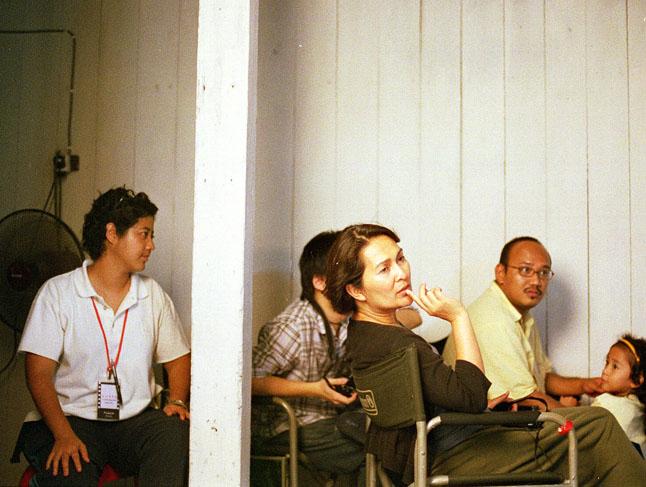 https://www.facebook.com/yasminatkongheng/photos/a.632194113554064.1073741827.632180873555388/690808787692596/?type=3&theater