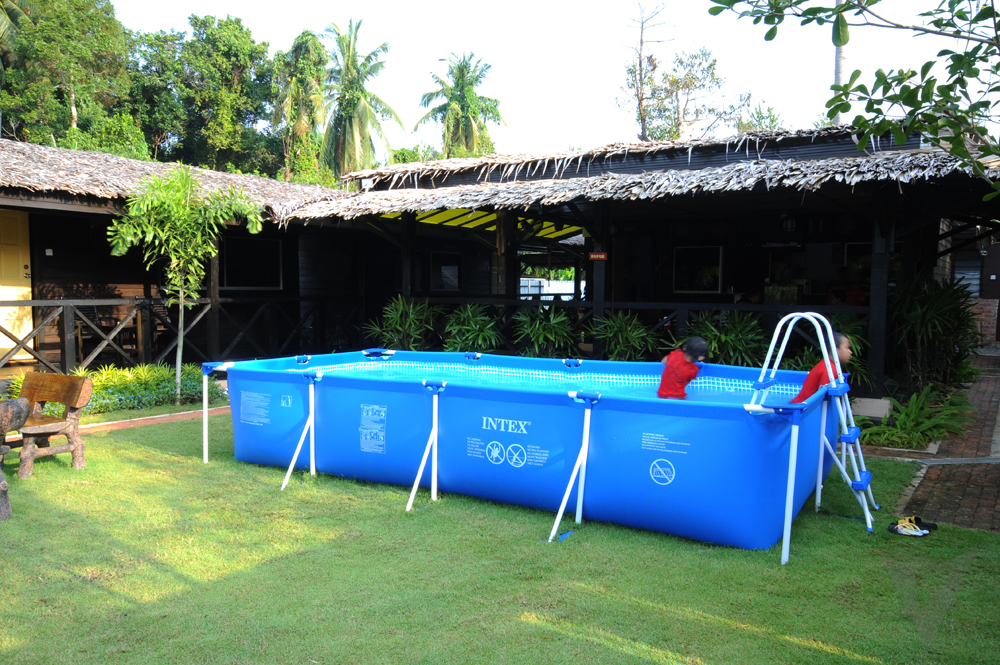 04 Pool
