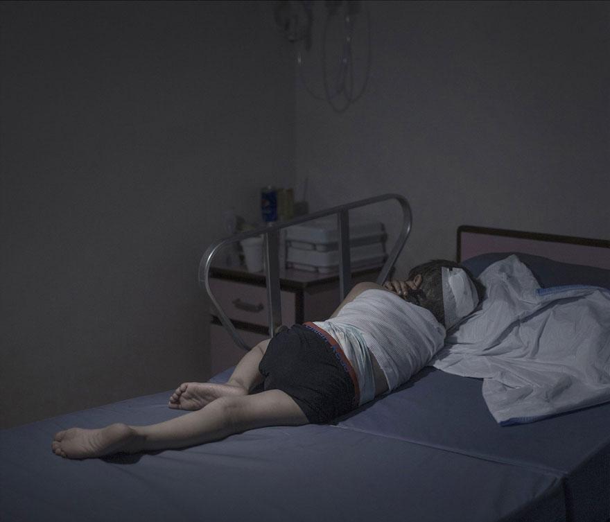 where-children-sleep-syrian-refugee-crisis-photography-magnus-wennman-10