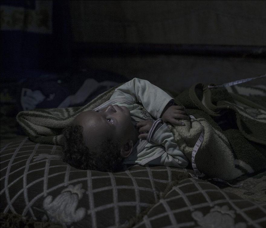 where-children-sleep-syrian-refugee-crisis-photography-magnus-wennman-21