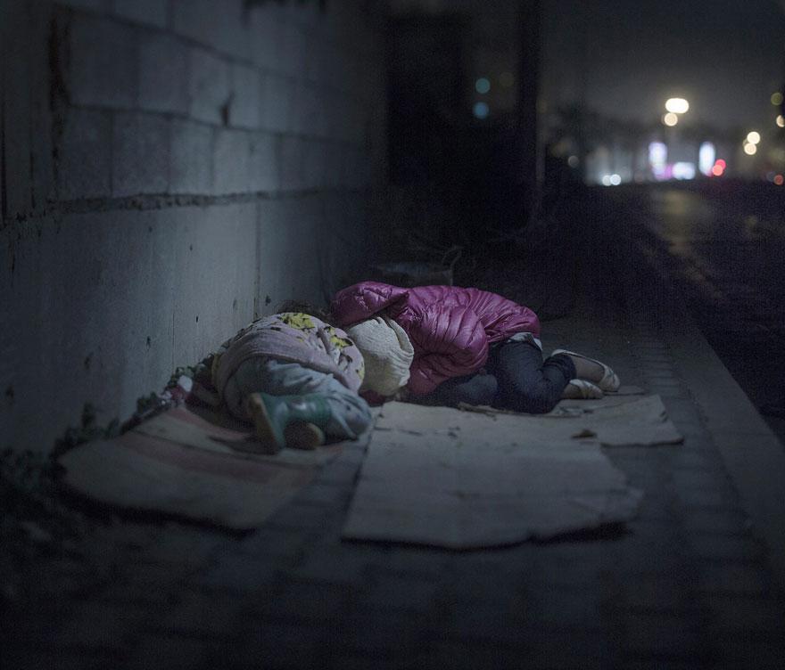 where-children-sleep-syrian-refugee-crisis-photography-magnus-wennman-8