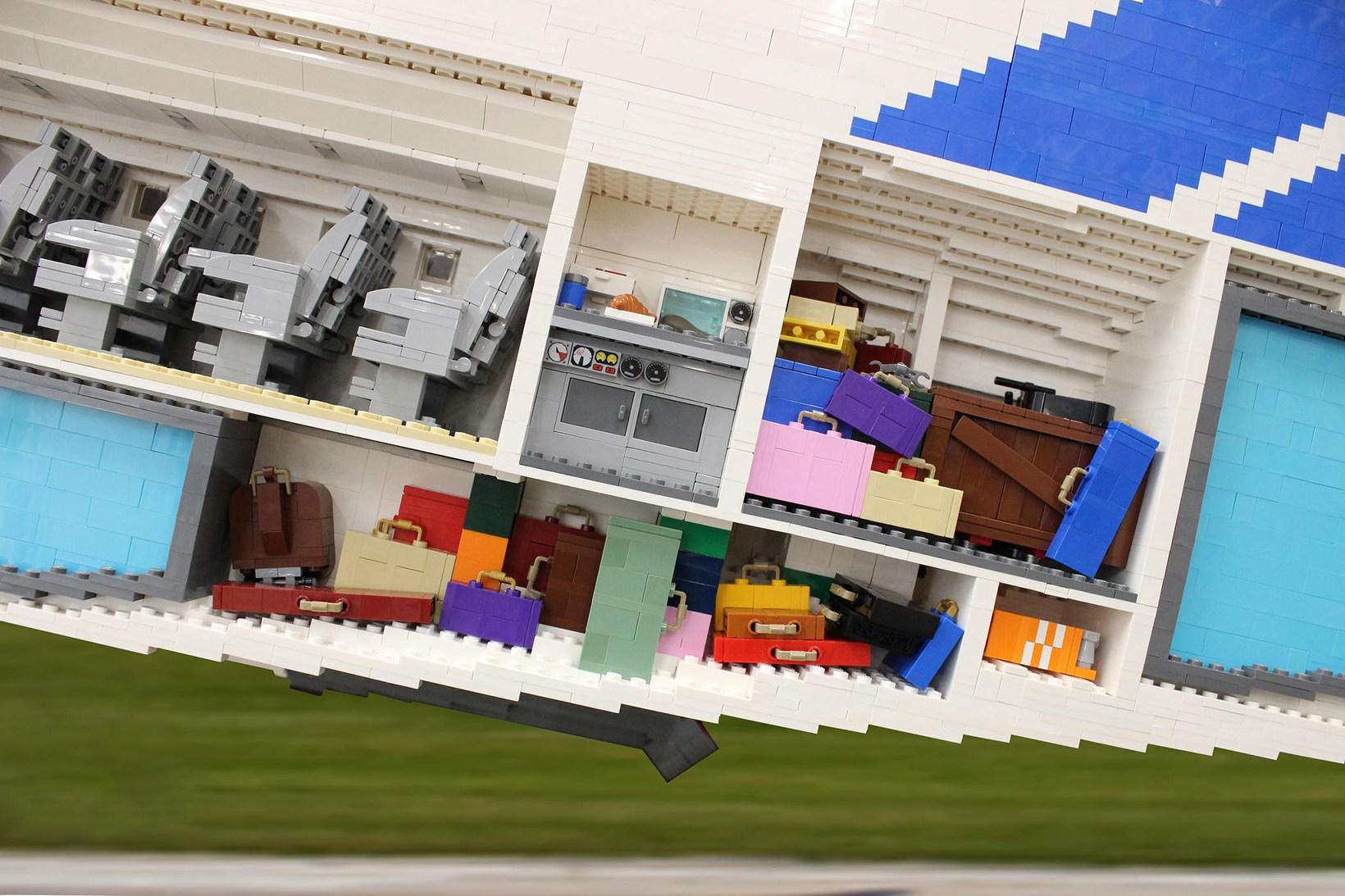 LEGO-concorde-plane-3