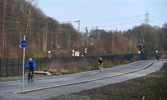 bicycle-highway-autobahn-germany-31