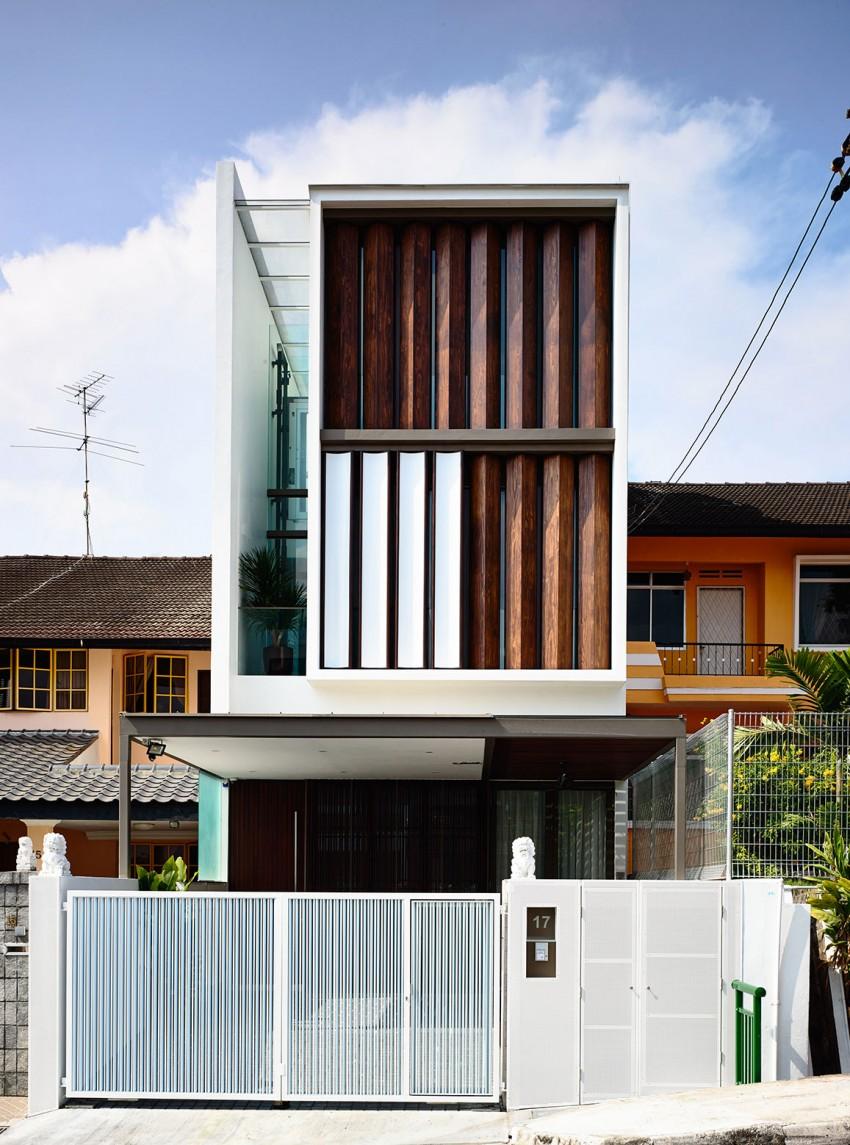 Ini Rumah Teres Dua Tingkat Di Singapura Yang Telah Diubah Menjadi Tiga Rupa Depan Mengaplikasikan Bilah Besi Boleh