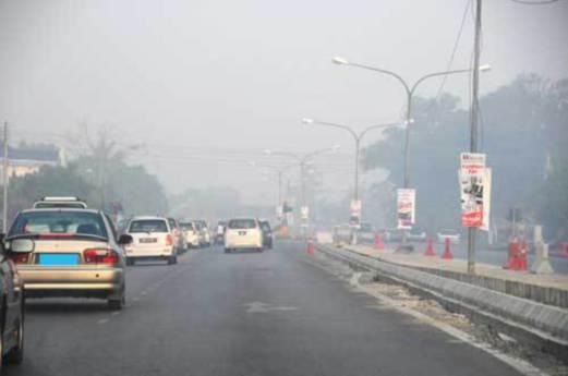 JEREBU kembali menyelubungi Bandaraya Miri berikutan kebakaran 80 hektar belukar berhampiran Institut Latihan Perindustrian (ILP) Kuala Baram sejak dua hari lalu.