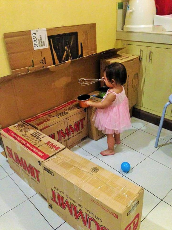 DIY-Play-Kitchen-Made-of-boxes-01