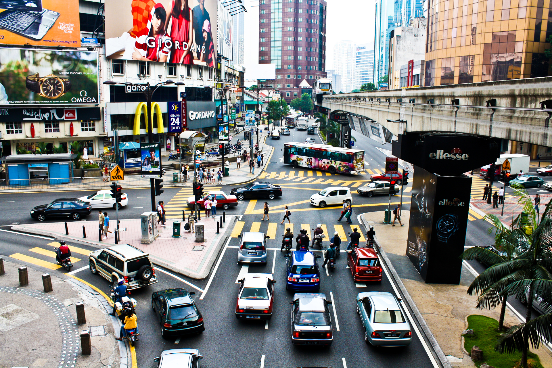 Bukit_bintang_from_kl_monorail_2009 (1)