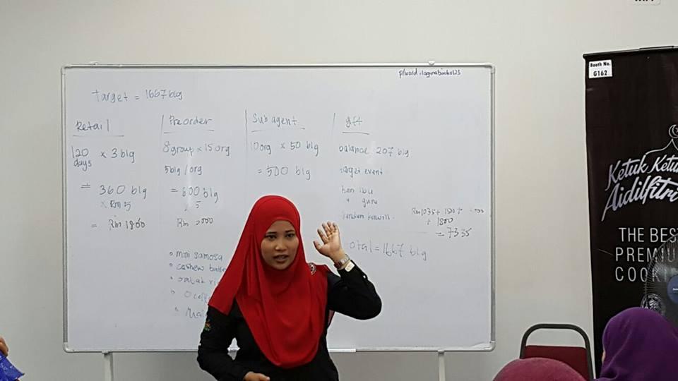 Puan Aishah ketika sesi latihan.