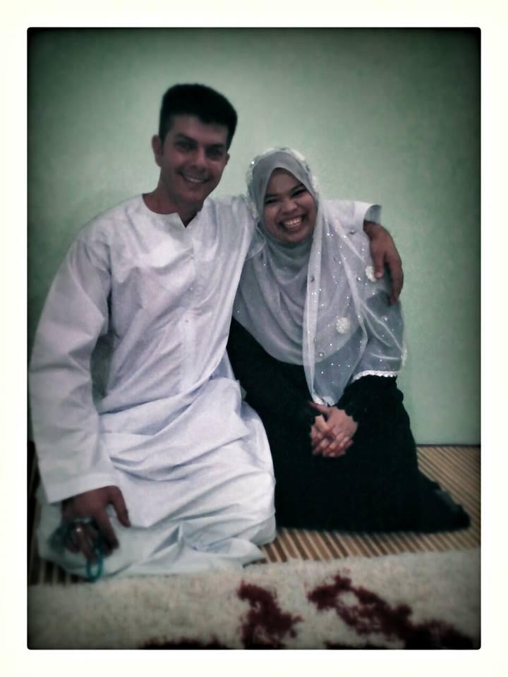 Puan Nadia Hanis dan suami, Tuan Nabil Buhler pada hari pernikahan mereka.