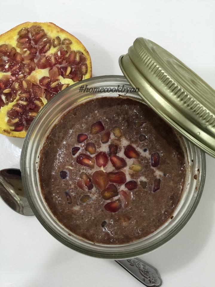 Choc-pomegranate overnight oats