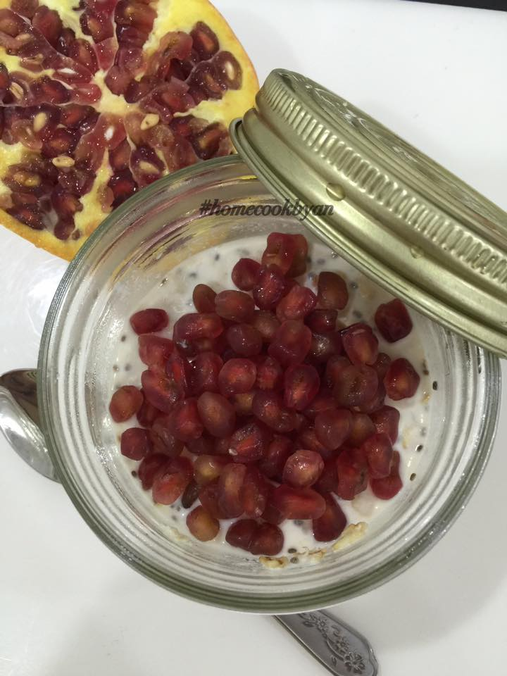 Pomegranates overnight oatmeal