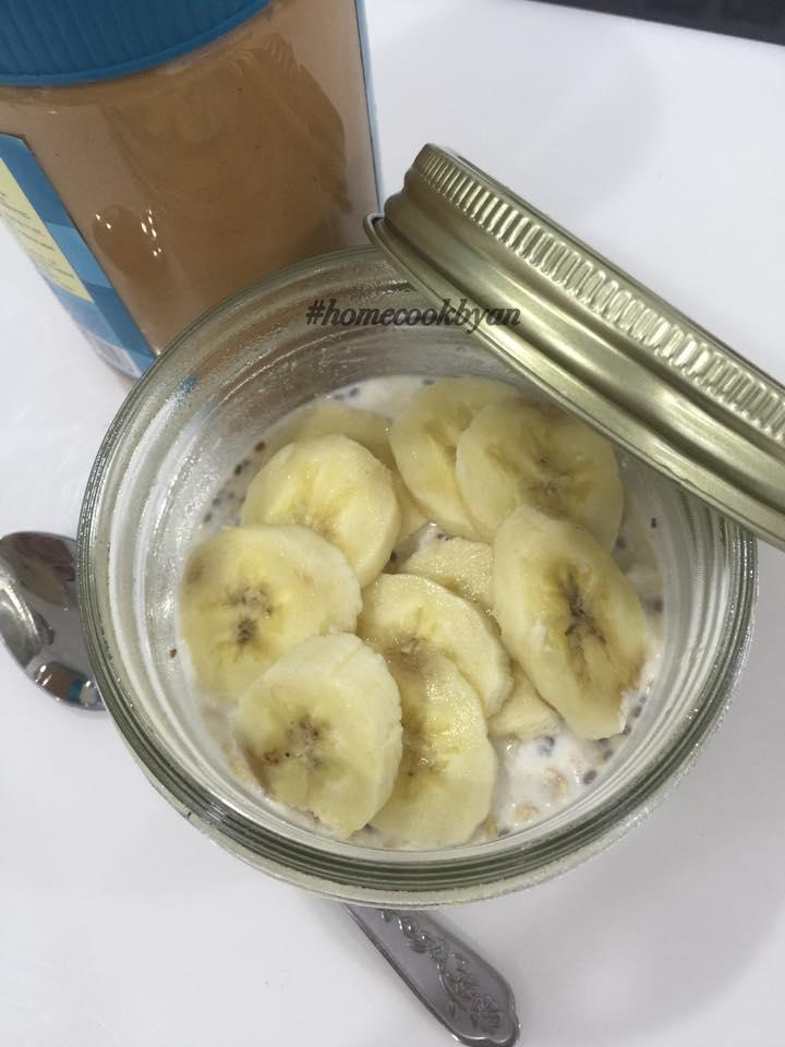 Peanut butter and banana overnight oatmeal
