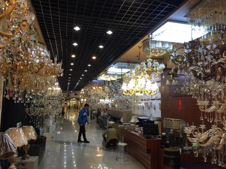 Kedai saya beli chandelier murah-murah.