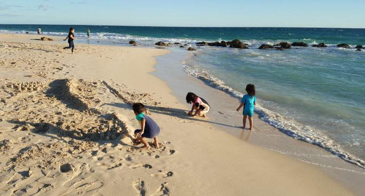 Moore River Beach, ombak besar, pantai yang cantik..