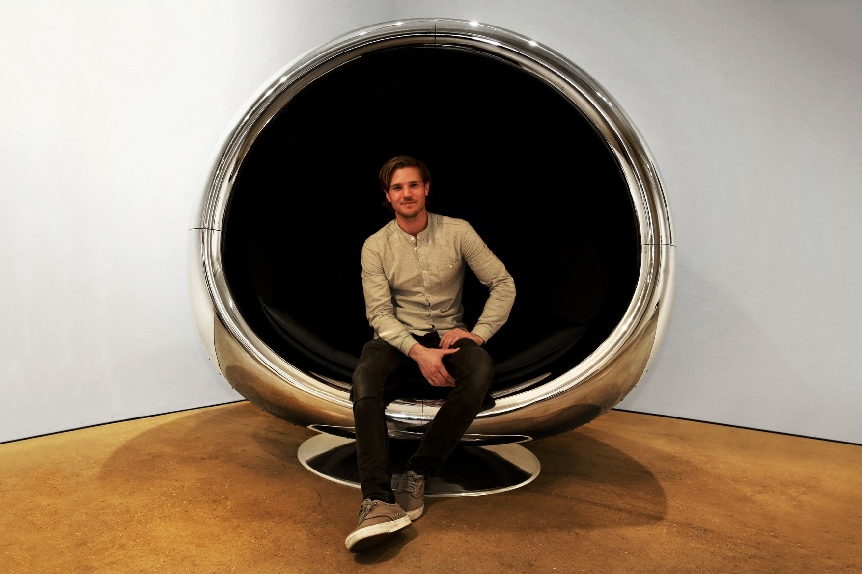 this-737-jet-engine-chair-was-made-for-a-supervillain-1