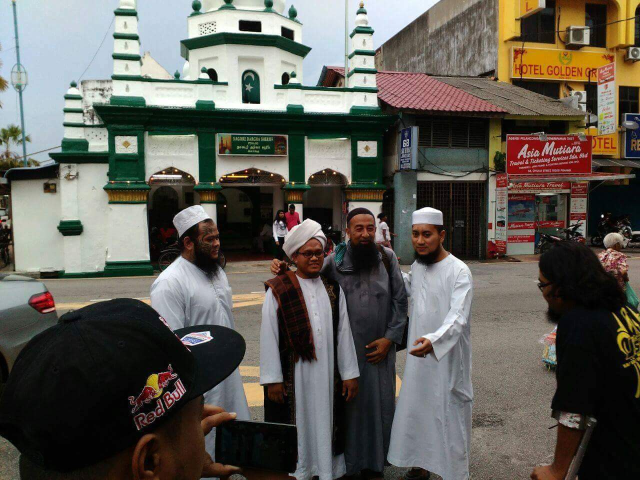Abang Long Fadzil bersama Ustaz Azhar Idrus dan Ustaz Sakaratulmaut