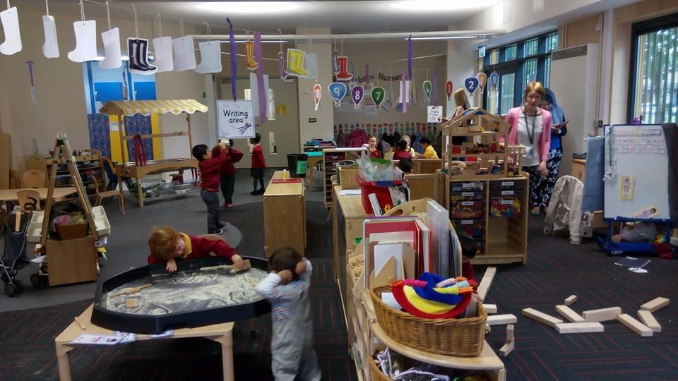 Suasana di sekolah Raddlebarn.
