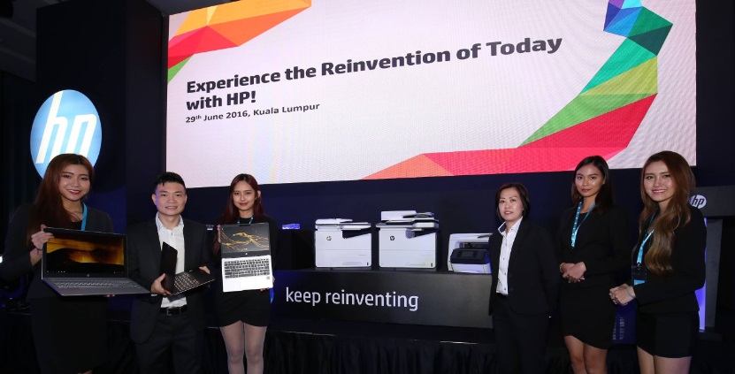 Frankie Chan (kiri) dan Wong Yuan Lai (kanan) bersama produk HP
