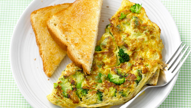 broccoli-feta-omelet-with-toast