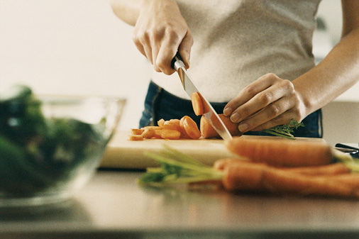 eating_out_vs_eating_at_home_cost_expensive_which_is_cheaper_budget_chopping_1350694751