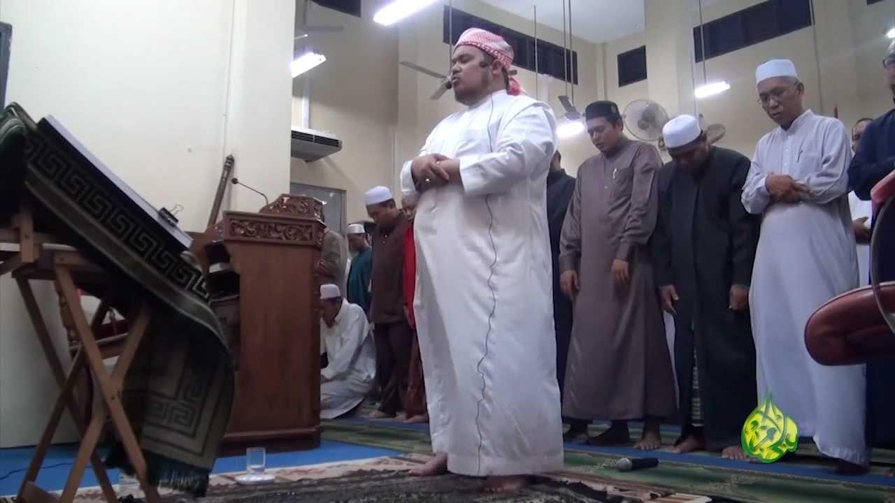 Arwah Ustaz Ahmad Mustafa ketika mengetuai solat terawikh pada tahun 2012. - Youtube