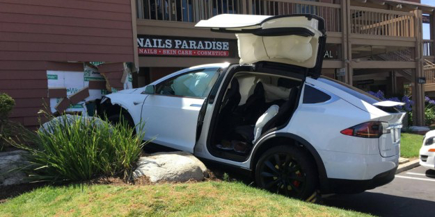 tesla-model-x-crash