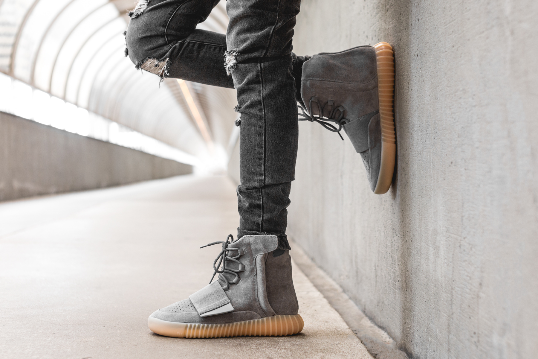 adidas-Yeezy-Boost-750-Light-Grey-Gum-2