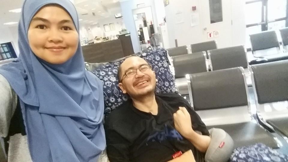 Puan Raudzah dan suaminya, Tuan Idzwan.